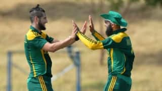 Hashim Amla, Wayne Parnell photobombed by 'Batman'