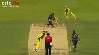 Steve Smith changes fielding position to take a brilliantly anticipated catch
