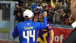 Virender Sehwag and Shane Warne gesture fans at Dodgers stadium