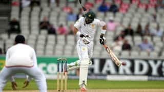 Video: Misbah-ul-Haq shaken by Chris Woakes' bouncer