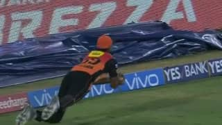 Video: Vijay Shankar cups a beauty to dismiss Dwayne Bravo
