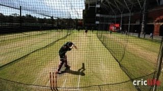 Aaron Finch training at Adelaide Oval