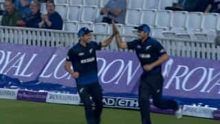 Tim Southee and Trent Boult combine to pull-off a stunning relay catch