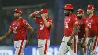 IPL 2019: अंपायर गेंद को अपनी जेब में रखकर भूले, रुका रहा मैच
