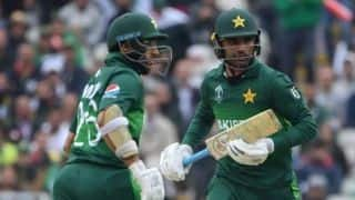 Unchanged Pakistan opt to bat vs Bangladesh