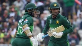 Unchanged Pakistan opt to bat vs Bangladesh