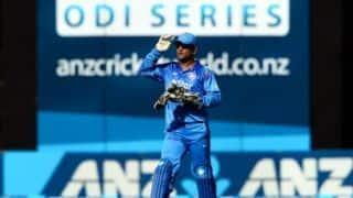 200वें वनडे मैच में भारत की कप्तानी करने उतरे महेंद्र सिंह धोनी