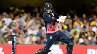 England's combined batting show enables to 4-wicket victory at Gabba; lead Australia 2-0