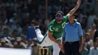 Afridi apologises to Badar for aggressive send off