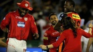 VIDEO: मैच से पहले मुंह ढक कर मंदिर पहुंची प्रीति जिंटा, फैन्स ने आखिर उन्हें पकड़ ही लिया