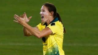 मंधाना और शेफाली से परेशान है ये ऑस्ट्रेलियाई गेंदबाज; कहा- भारत के खिलाफ खेलना पसंद नहीं