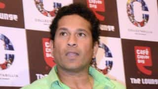 Sachin Tendulkar's visit to see Kerala CM Oomen Chandy causes Secretariat to stop work