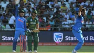 Hilarious: South Africa c. stump mic b. MS Dhoni