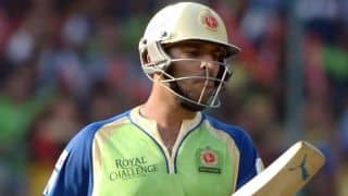 Yuvraj Singh dismissed for 9 by Dwayne Bravo against Chennai Super Kings in IPL 2015