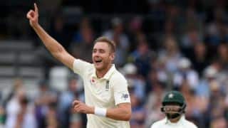 Buttler, Broad help England maintain lead over Pakistan at lunch, Day 3