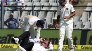 भारत बनाम इंग्लैंड चौथा टेस्ट: लाइव मैच में अंपायर के सिर में लगी गेंद