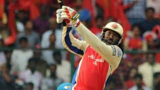 Chris Gayle on the charge for Royal Challengers Bangalore vs Sunrisers Hyderabad in IPL 2014