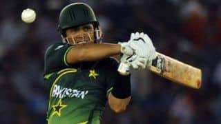Kamran Akmal loses cool on cricket fan on Twitter