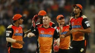Sunrisers Hyderabad bowlers stifile Mumbai Indians in IPL 2014
