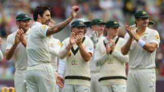 Ashes 2013-14: England bowled out for 255 in 1st innings of 4th Test; Mitchell Johnson takes 5 wickets