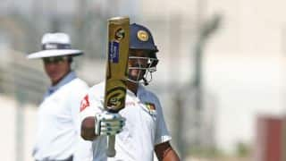 Karunaratne, Chandimal guide visitors to safety at tea on day 1