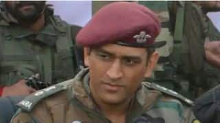 MS Dhoni's picture viral on autograph on the bat in Kashmir