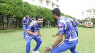 IPL 2017: Delhi Daredevils (DD) give mannequin challenge to Mumbai Indians (MI)