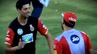 Watch: मैच से पहले ''नेहरा जी'' से मिले युवराज, मैदान पर किया भंगड़ा