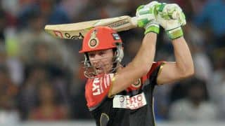 AB de Villiers dismissed for 4 by Piyush Chawla against KKR in IPL 2016