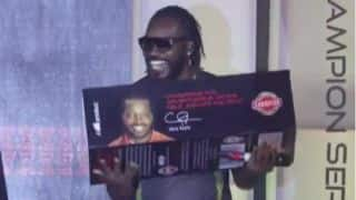 VIDEO: Gayle, Bravo 'Skore' in India
