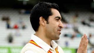Pakistan bowler Umar Gul suffers knee injury again