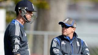 Andy Flower threatens to resign if Kevin Pietersen continues to stay in the team