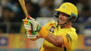 Mike Hussey dismissed for 4 by Mitchell McClenaghan in IPL 2015 Final