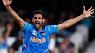 भारत ने पहली ही गेंद पर गंवाया रिव्यू, ट्विटर पर भुवी कुछ इस अंदाज में हुए ट्रोल
