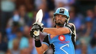 BBL: Adelaide Strikers keep semi-final hopes alive with 7-wicket win over Hobart Hurricanes