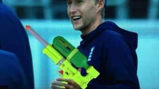 Kevin Pietersen sprays fun on Joe Root during 3rd Ashes Test