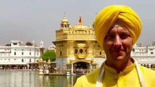 Brett lee visits Amritsar's Golden temple and greet people with sat shri akal