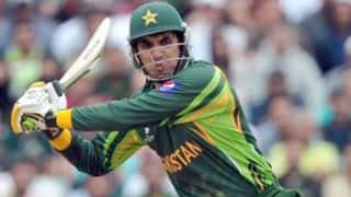 Pakistan lose 3 wickets as Misbah gets run out