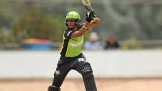 Harmanpreet Kaur's all-round brilliance guides Sydney Thunder to 8 wickets victory in WBBL 2016-17