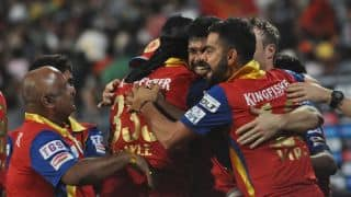 Royal Challengers Bangalore keep the pressure on Delhi Daredevils with regular wickets in Match 26 of IPL 2015