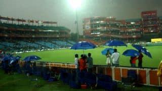 IPL 2014: Sunrisers Hyderabad's run-chase against Delhi Daredevils halted due to rain
