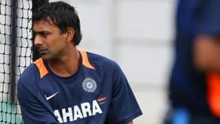 Praveen Kumar replaced by Pragyan Ojha by Mumbai Indians