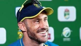 Video: फिल्डिंग के दौरान Faf du Plessis के मुंह पर लगा साथी खिलाड़ी का घुटना, मैच से हुए बाहर