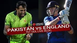PAK 217/4 in 43.4 Overs  Live Cricket Score, Pakistan vs England 2015, 1st ODI at Abu Dhabi: PAK win by 6 wickets