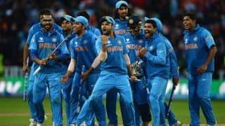 सीरीज जीतने के बाद टीम इंडिया ने मैदान पर की 'ऑटो' की सवारी, महेंद्र सिंह धोनी बने 'ड्राइवर'