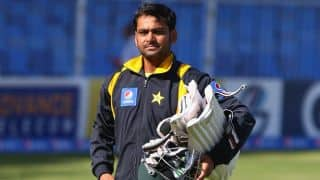 Hafeez' knee injury puts him in doubt for England tour