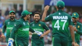 Viv Richards congratulates Pakistan after win over England