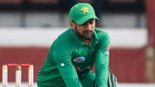 शोएब मलिक ने जमाया शतक, छह विकेट से जीता पाकिस्तान