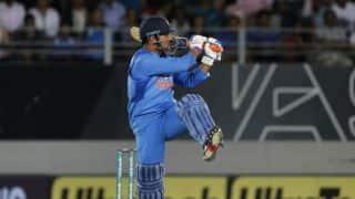 IND vs NZ: धोनी का बड़ा कीर्तिमान, 300 टी20 खेलने वाले पहले भारतीय बने