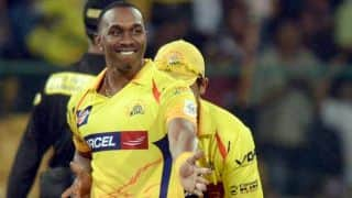 Dwayne Bravo takes brilliant catch to dismiss Dinesh Karthik in IPL 2015 match between RCB and CSK